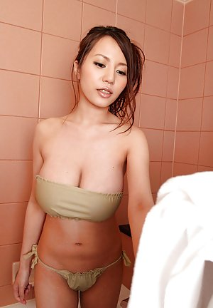 Japanese Teen in Bath Pics